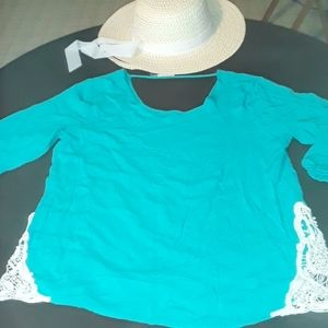 Pretty gently used women's turquoise w/lace blouse
